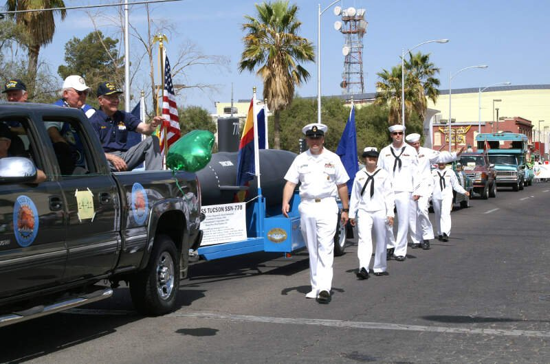 Us Navy N D Sailors From The Los Angeles Class Fast Attack Submarine Uss Tucson Ssn And Navy Operational Support Center Tucson Take Part In The Annual St