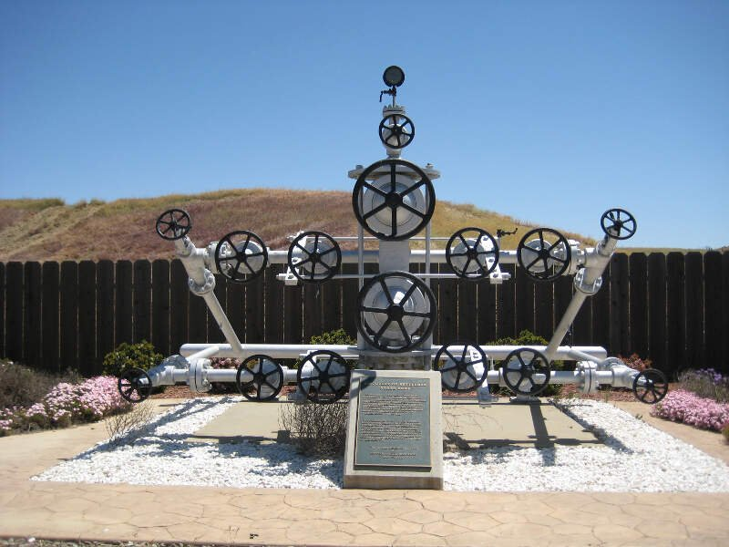 Monument To  Elliott No    Avenal