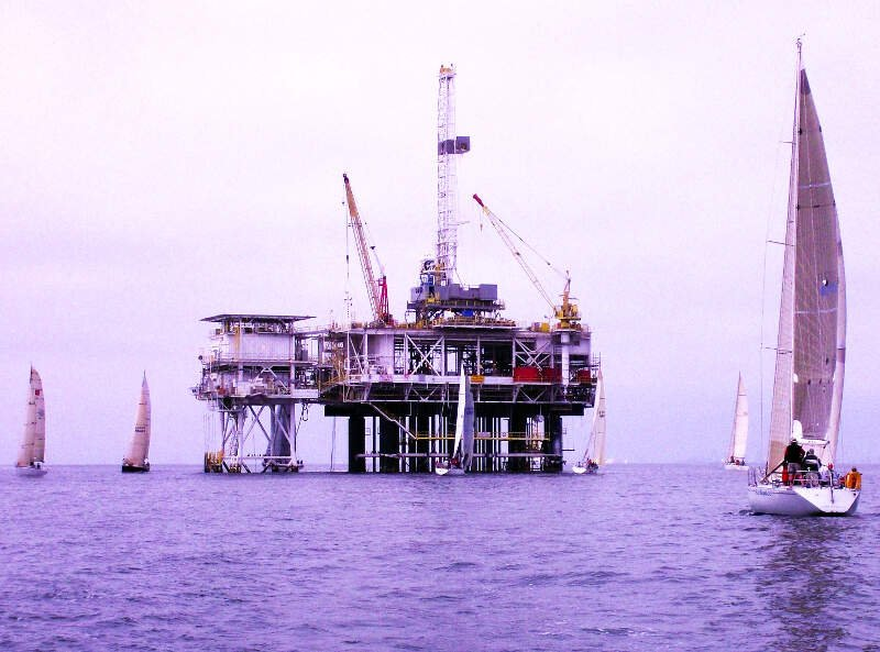 Oil Platform Emmy Hb  Photo D Ramey Logan