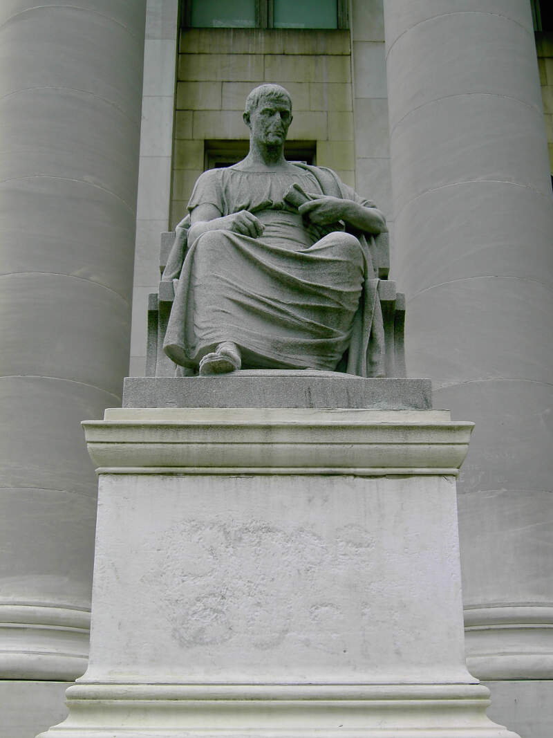 Newhavenstructure Statue