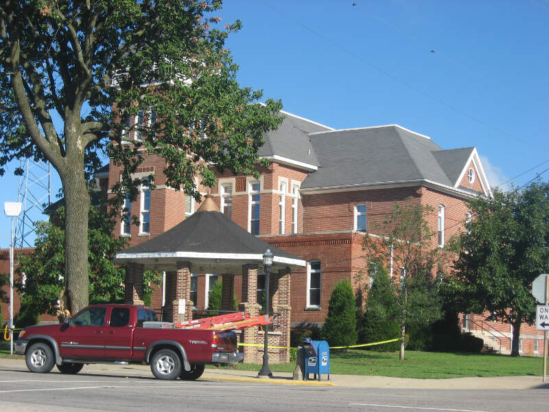 Wayne County Courthouse In Fairfield