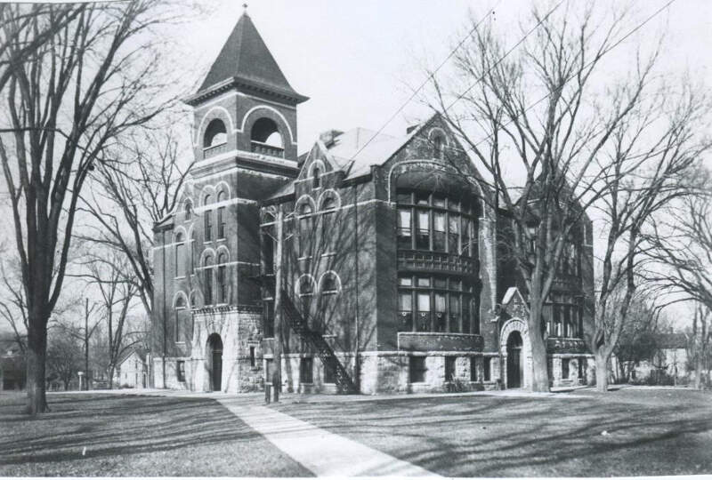 The Old North Side Schoolc Geneseoc Illinoisc