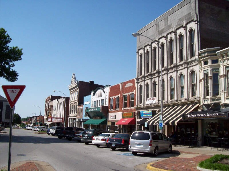 Shops Along Fountain Square In Bowling Greenc Kentucky