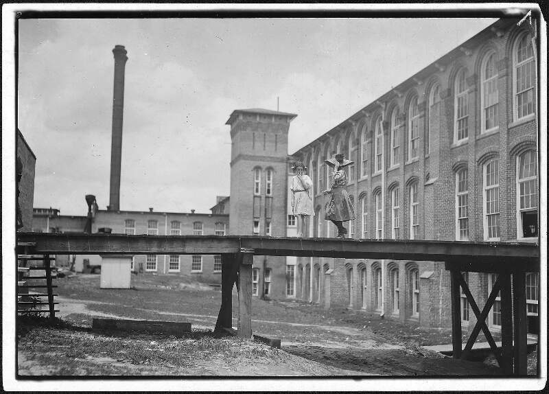 Noon Hourc Two Of The Young Workers In Laurel Cotton Mills
