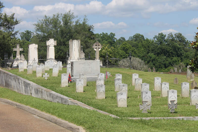 Confederate Graves At Natchez Ms City Cemetery Img