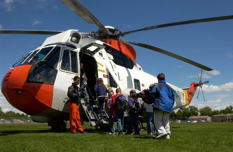 Us Navy N W Avionics Technician Nd Class Ryder Buttrey Shows A Third Grade Class From Graph Laurel Elementary School The Features On A Uh H Sar Helicopter
