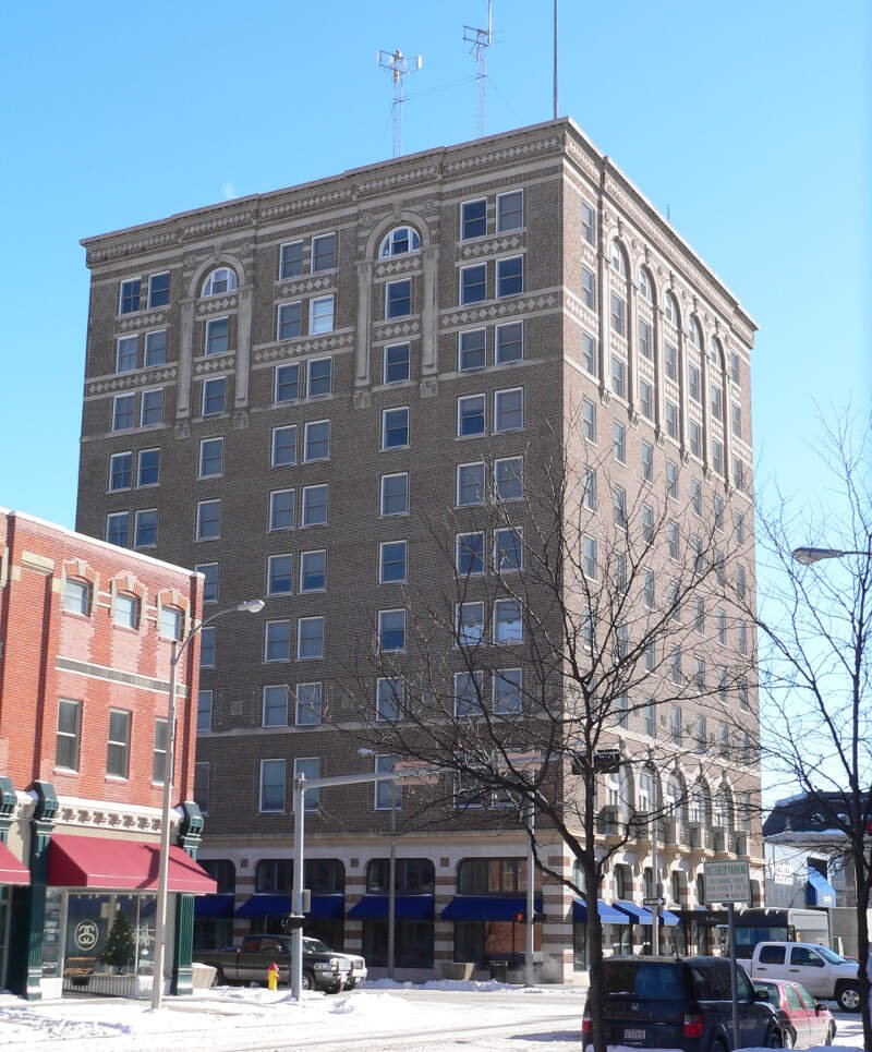 Hotel Yancey From Nw
