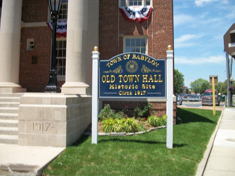 Babylon Town Hallb Front Sign