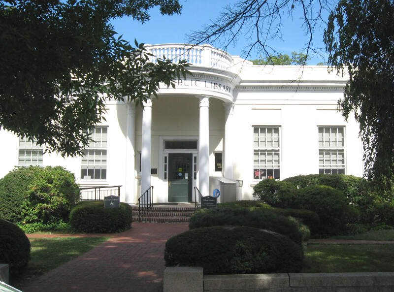 Larchmont Library Jeh