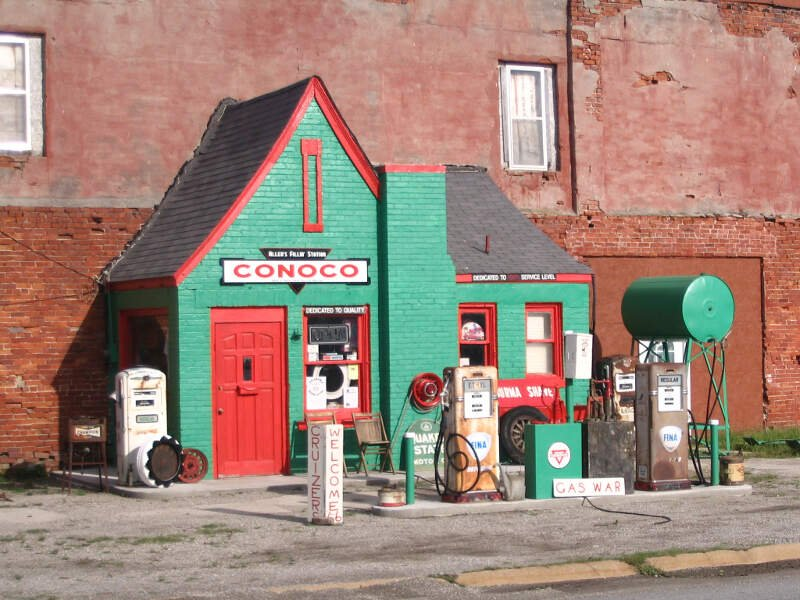 Old Conoco Station   Commerce