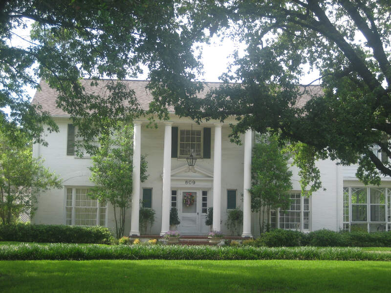 Plantation Style Home In Madisonvillec Tx Img