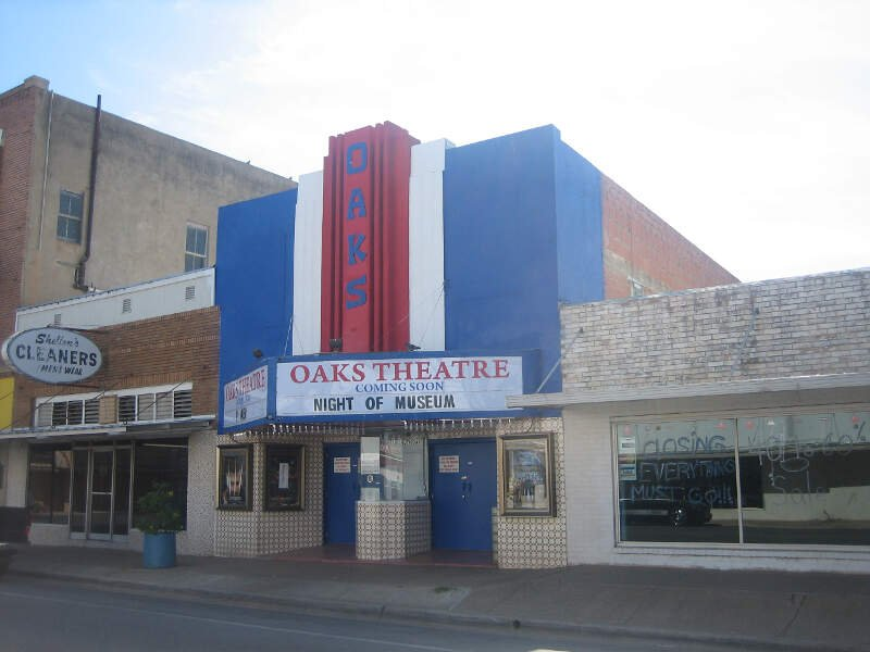 Oaks Theater In Pearsallc Tx Img