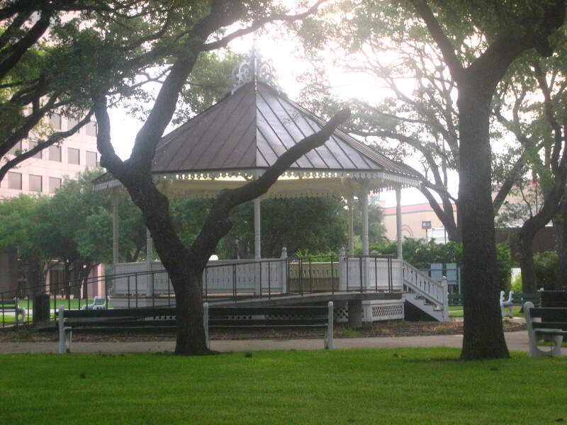 Deleon Plaza And Bandstand