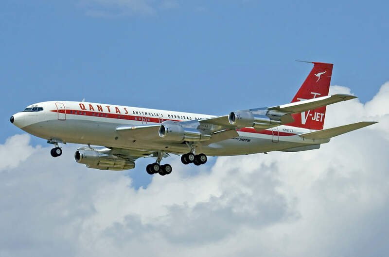 Boeing B Qantas Jett Clipper Ella Njt