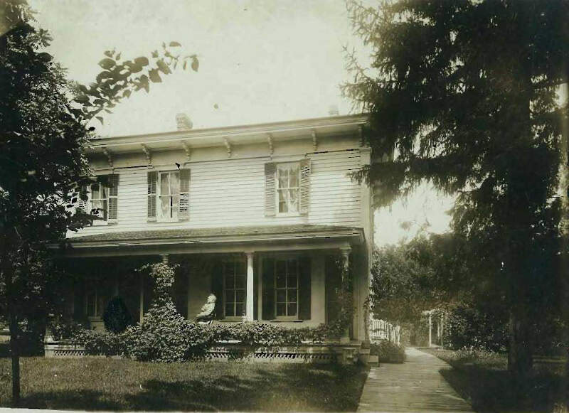 Home Of Andrews Family In Evansville Wisconsin Circa Websize K